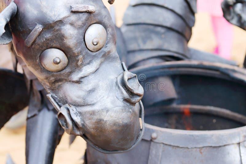 伪造的铁雕塑滑稽的龙 免版税库存图片