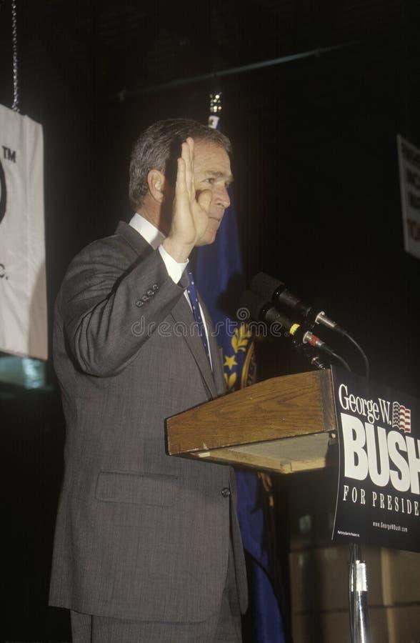 伯尔尼卡罗来纳州狄克逊乔治房子新的北部w 布什讲话从指挥台在竞选集会,拉哥尼亚, NH, 2000年1月 免版税库存照片