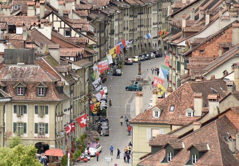 伯尔尼,瑞士- 2017年6月04日:伯尔尼都市风景有shoppi的 免版税库存照片