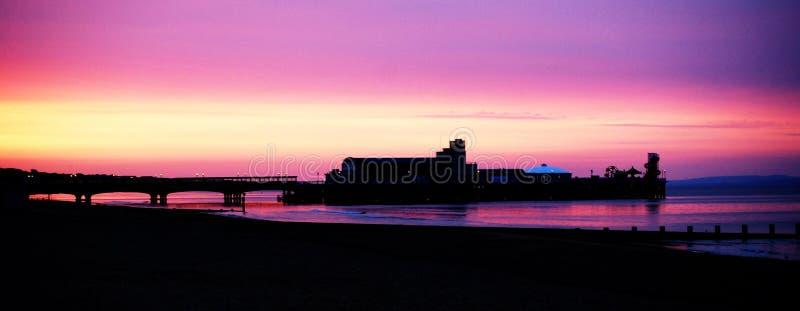 伯恩茅斯码头日出 免版税图库摄影