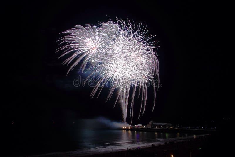 伯恩茅斯码头烟花 免版税库存图片