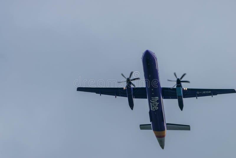 伯明翰国际机场,伯明翰,英国- 2017年10月28日:Flybe航空公司飞机离开 库存图片
