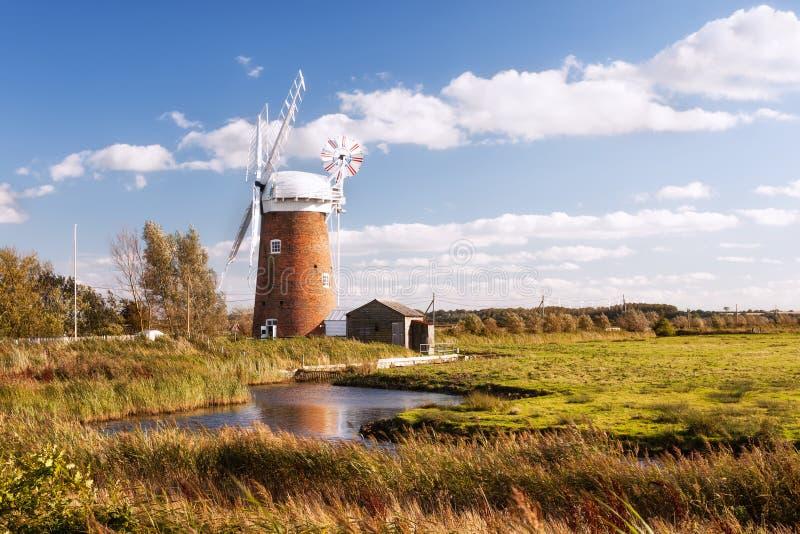 似马的风力泵,诺福克在英国。 库存图片