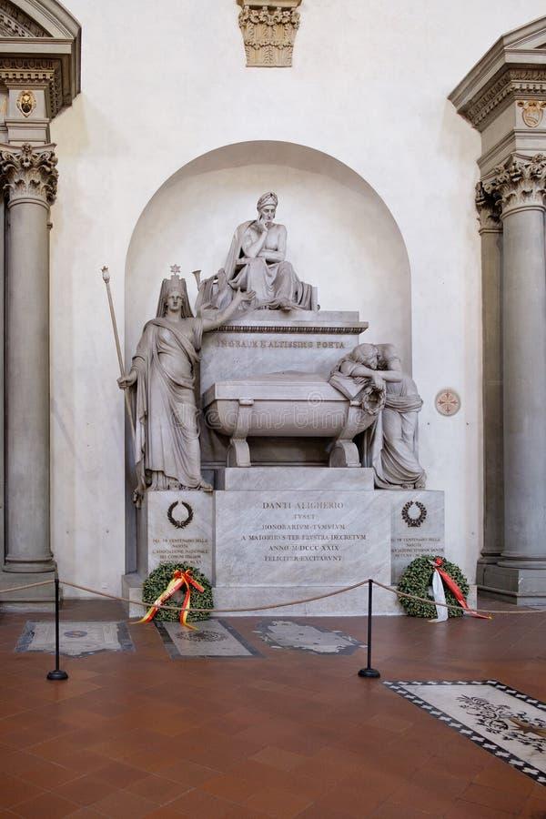 但丁・阿利吉耶里纪念碑三塔Croce大教堂的在佛罗伦萨 图库摄影