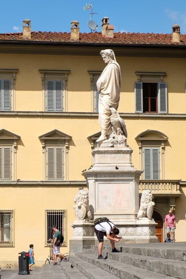但丁・阿利吉耶里雕象三塔Croce大教堂的在佛罗伦萨 库存图片