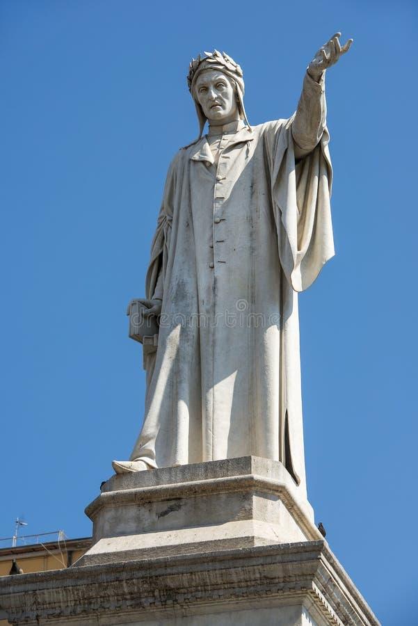 但丁・阿利吉耶里雕象但丁广场的在那不勒斯,意大利 库存图片