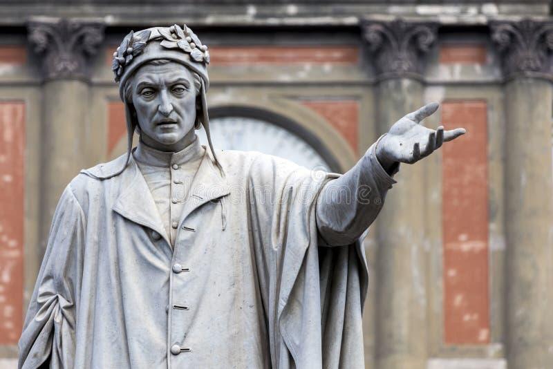 但丁・阿利吉耶里雕象在那不勒斯,意大利 库存图片