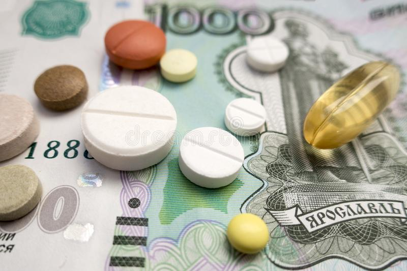 位于一一千俄罗斯卢布的片剂 免版税库存照片