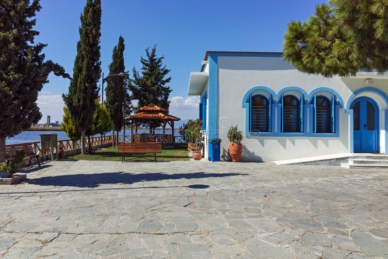 位于两个海岛的圣尼古拉修道院波尔图拉各斯在克桑西附近,希腊镇  库存图片