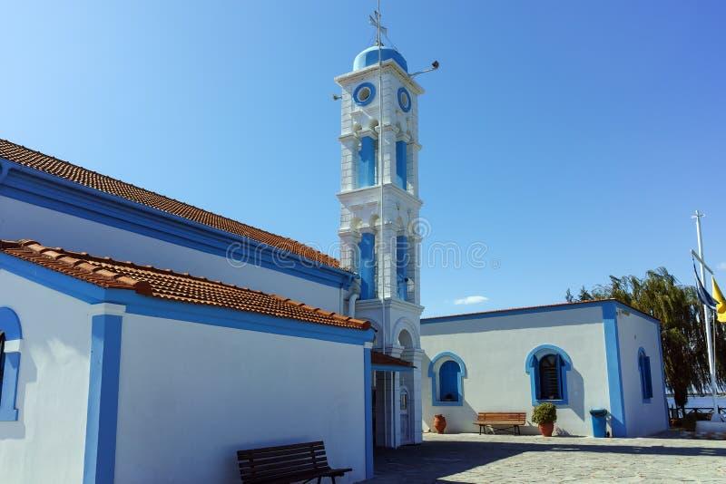 位于两个海岛的圣尼古拉修道院波尔图拉各斯在克桑西附近,希腊镇  库存照片