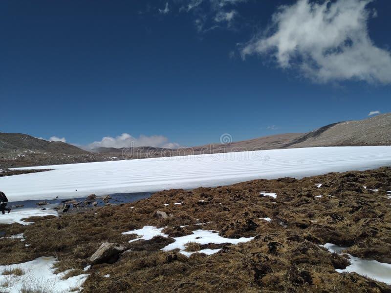 位于北部锡金的结冰的Gurudongmar湖 免版税库存图片