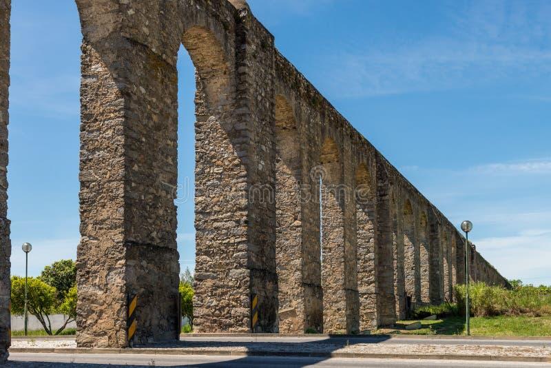 位于埃武拉的古老罗马渡槽 库存图片