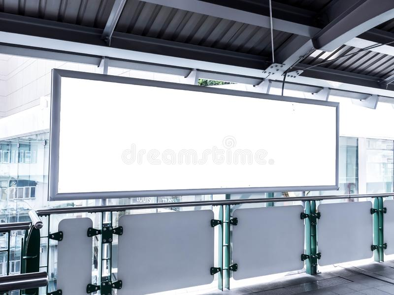 位于或海报的空白的广告牌 电车 免版税库存照片