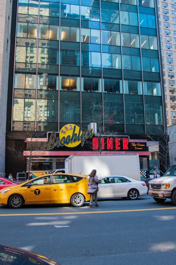 位于曼哈顿的著名布鲁克林吃饭的客人的前面,纽约 库存图片