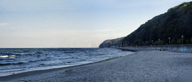 位于格丁尼亚黄昏中央城市口岸的主要海滩波兰9月29日, 库存照片
