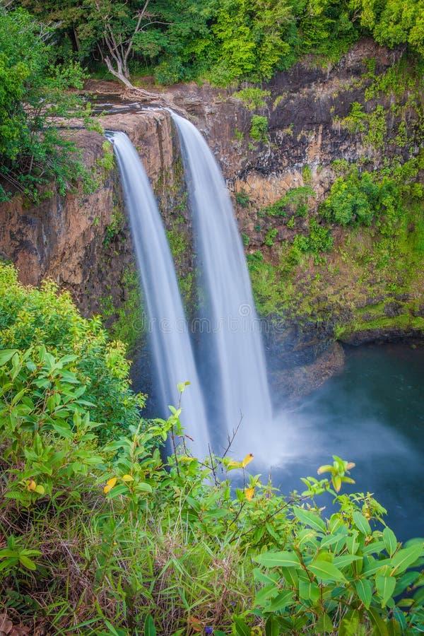 位于考艾岛的双Wailua瀑布夏威夷 库存图片