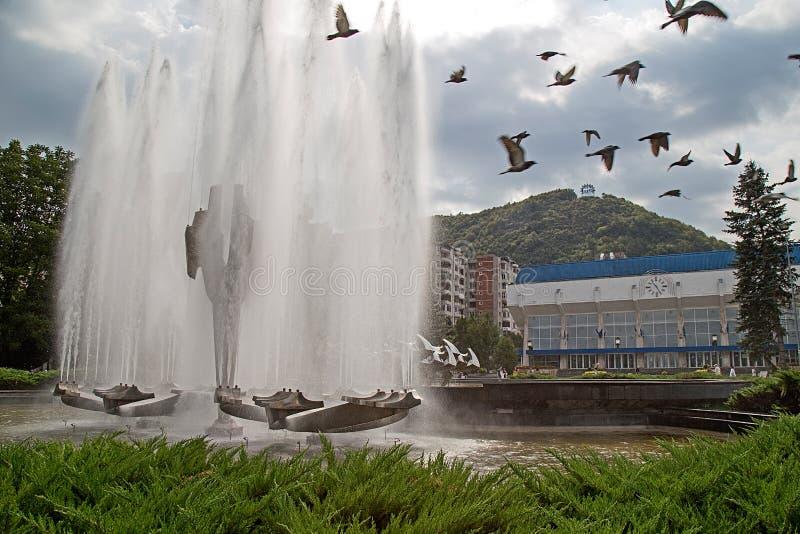 位于Resita中心广场的运动喷泉,吉卜赛 免版税库存图片