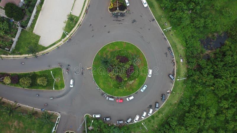 位于Summarecon Bekasi的圆形Bekasi高速公路的空中高空视景 印度尼西亚 免版税库存照片