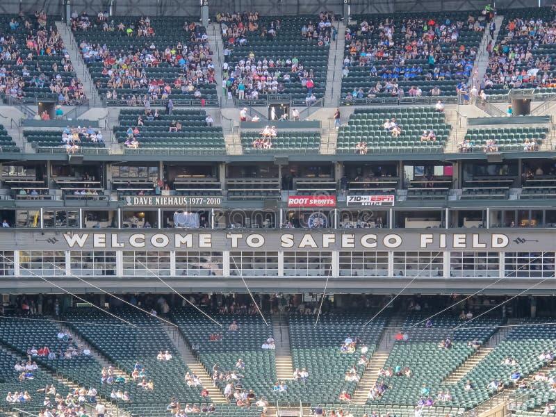 位子和爱好者在棒球公园 免版税库存照片