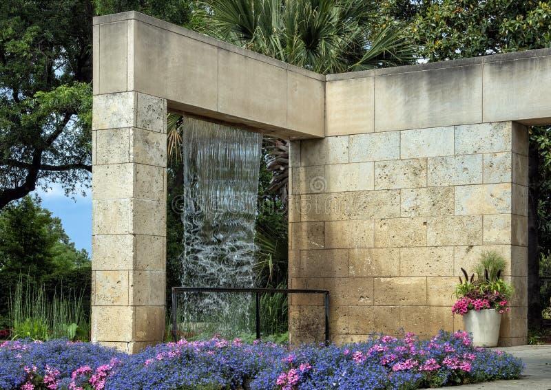 位置达拉斯树木园的家庭庭院 免版税库存图片