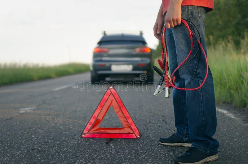 低汽车电池充电 库存图片
