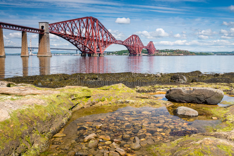 低潮中的桥梁 免版税库存图片