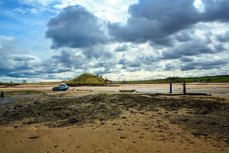 低潮中Alnmouth的港口 免版税图库摄影