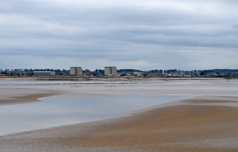 低潮在河看对Berkley核动力火车的Severn 免版税库存照片