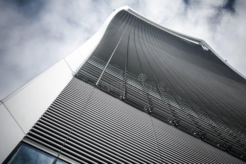 从低角度的未来派摩天大楼从Fenchurch街伦敦 免版税库存图片
