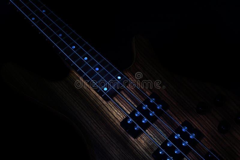 低调的低音吉他 免版税图库摄影