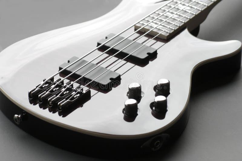 低音强壮的吉他 免版税库存图片
