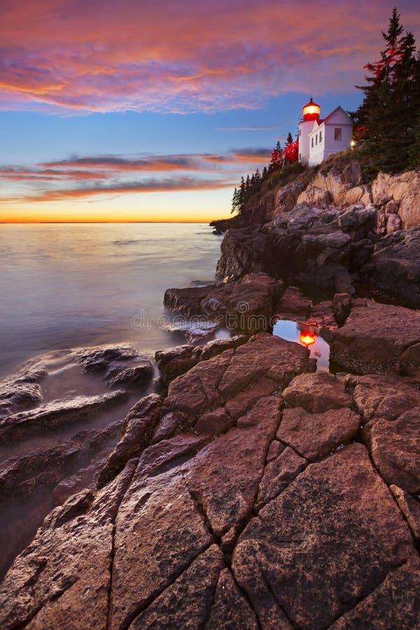 低音港口头灯塔,在日落的阿卡迪亚NP 免版税库存照片