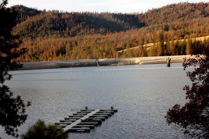 低音湖,山脉国家森林,马德拉县,加利福尼亚 库存照片