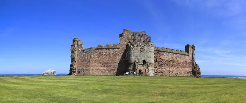 低音Castle Rock苏格兰tantallon 图库摄影