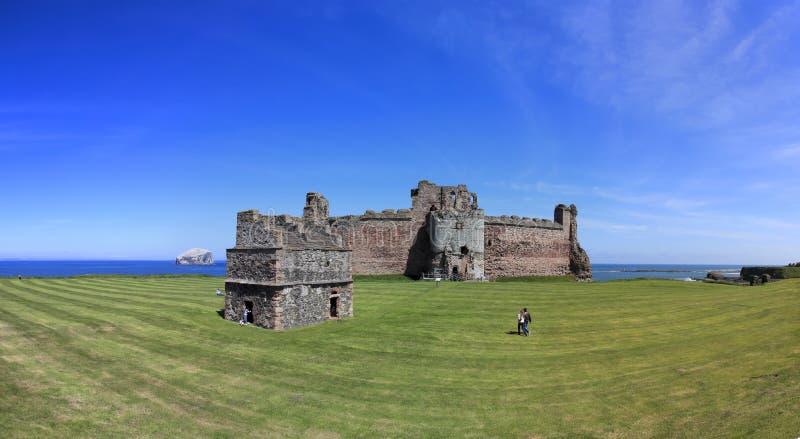 低音Castle Rock苏格兰tantallon 库存图片