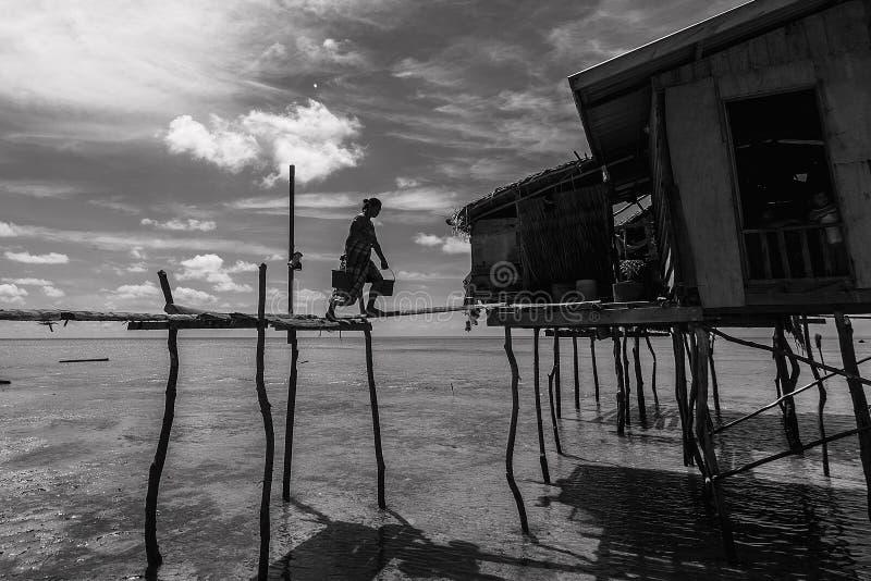 住在海上的巴瑶族生活马来西亚 库存图片