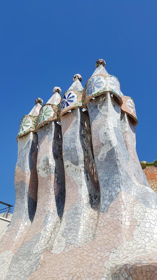 住处Batllo烟囱在巴塞罗那, Catalonial,西班牙 库存照片