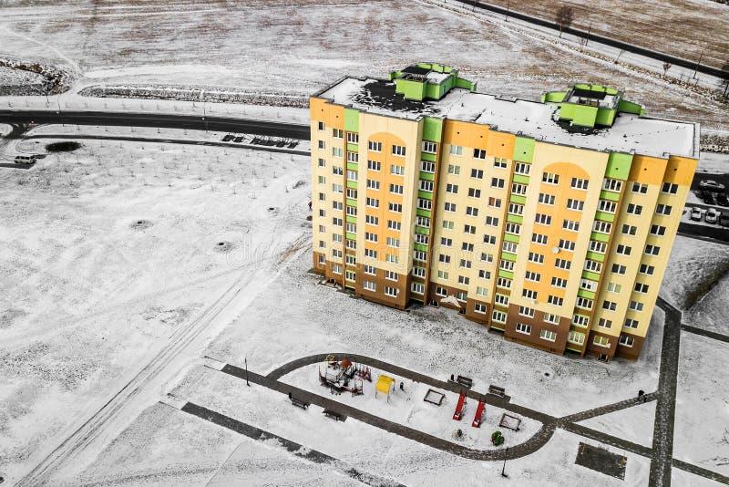 住宅多彩多姿的房子高层建筑物 与quadcopter的航拍 免版税库存图片