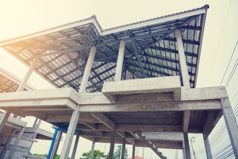 住宅庄园的最近建造的家在泰国 免版税库存照片