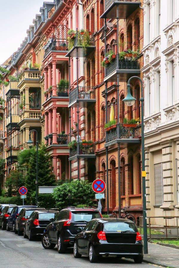 住宅房子行在威斯巴登,黑森, Ge的市中心 库存图片