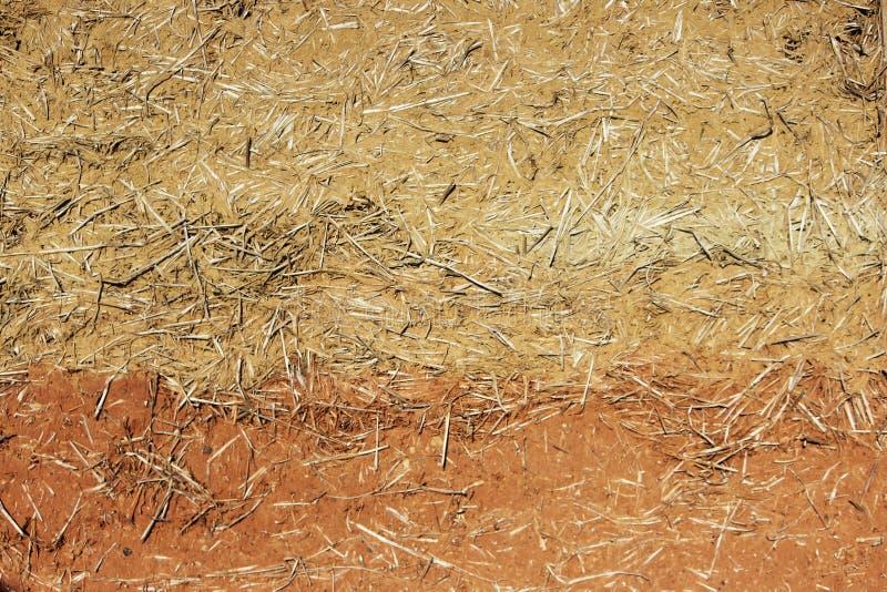 住宅村庄房子的篱笆条和涂抹墙壁由秸杆和两不同的颜色的黏土做成 免版税库存图片