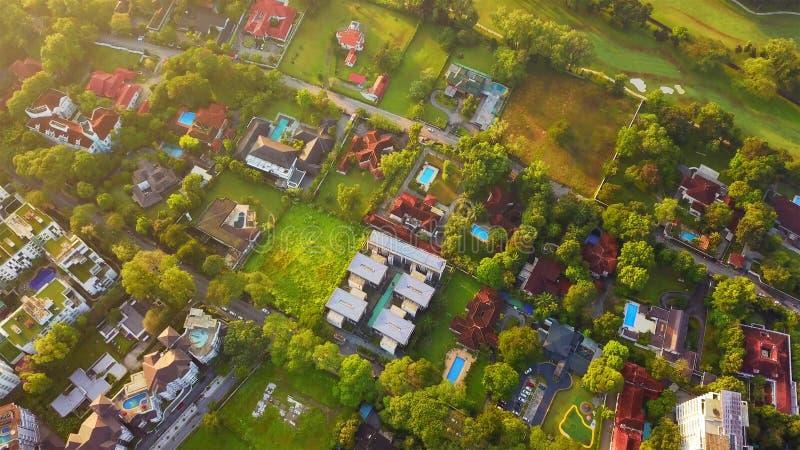 住宅邻里鸟瞰图  都市住房开发从上面 顶视图 不动产在吉隆坡市, 免版税库存图片