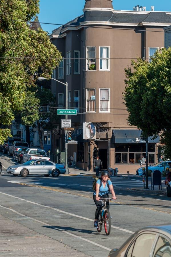 住宅建筑学在旧金山 通勤在旧金山的公民 免版税图库摄影