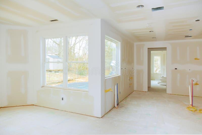 住房建造计划的内部建筑与干式墙的被安装和被修补,不用绘申请 免版税图库摄影
