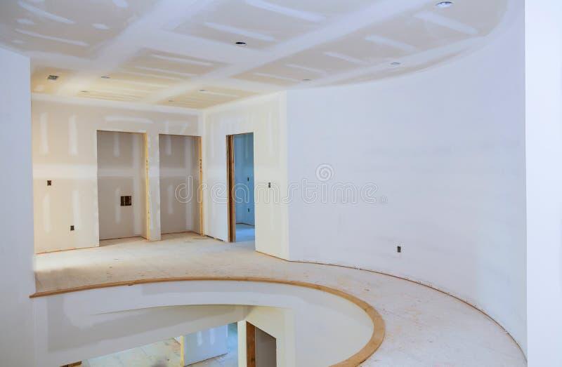 住房建造计划的内部建筑与干式墙的被安装和被修补,不用绘申请 库存照片