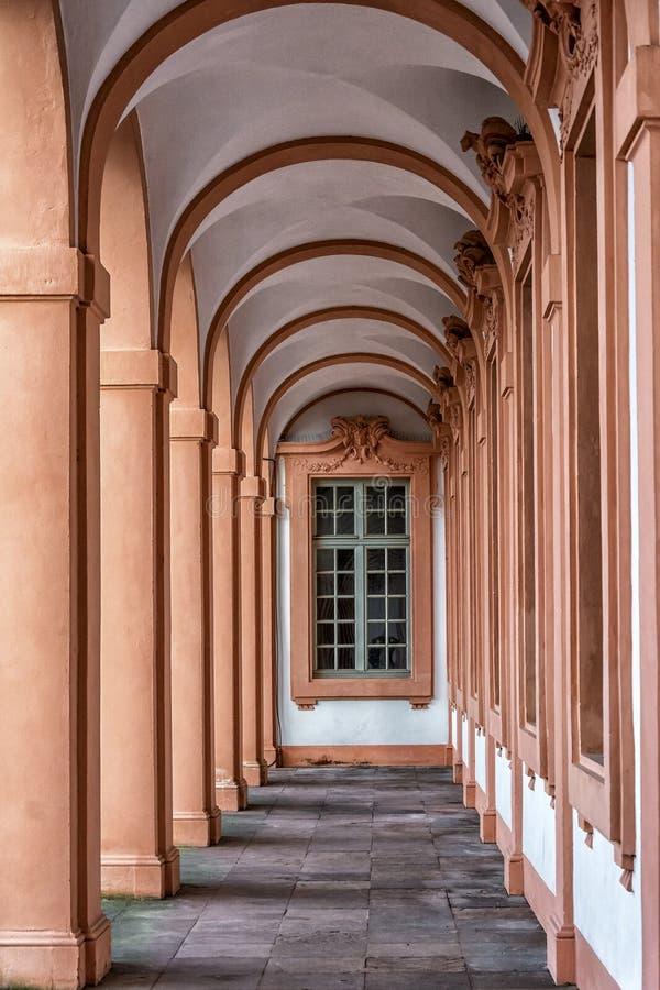 住所城堡在拉施塔特,德国,有巴洛克式的窗口的卵形走廊 免版税库存图片