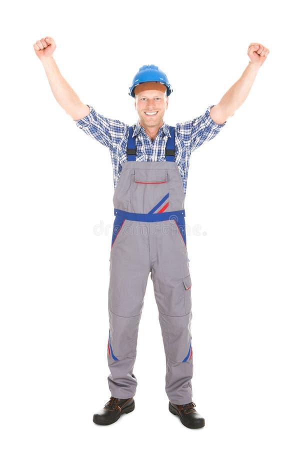 体力工人尖叫用被举的手 免版税图库摄影