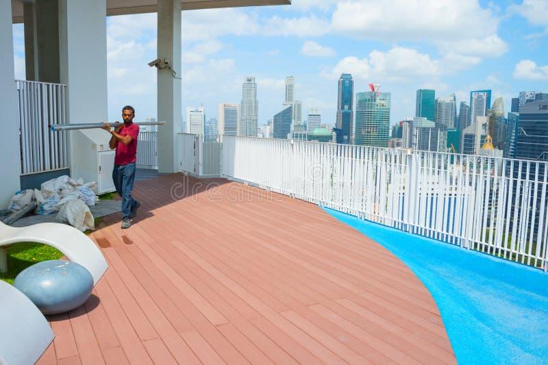 体力工人新加坡街市摩天大楼 免版税库存照片