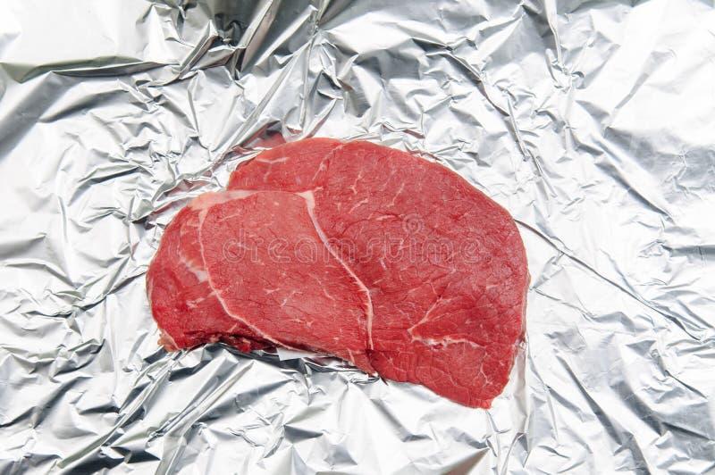 体外肉,被开化的肉,实验室增长的肉,在铝f的牛肉 库存图片