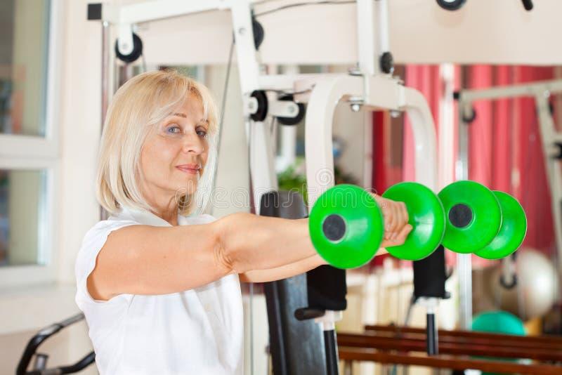 体操妇女工作 免版税库存图片